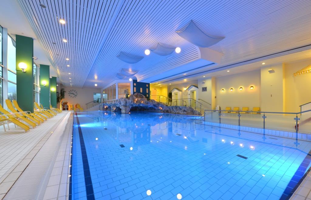 Schwimmbad sauna ifa graal m ritz hotel spa tagungen for Hotel munster mit schwimmbad